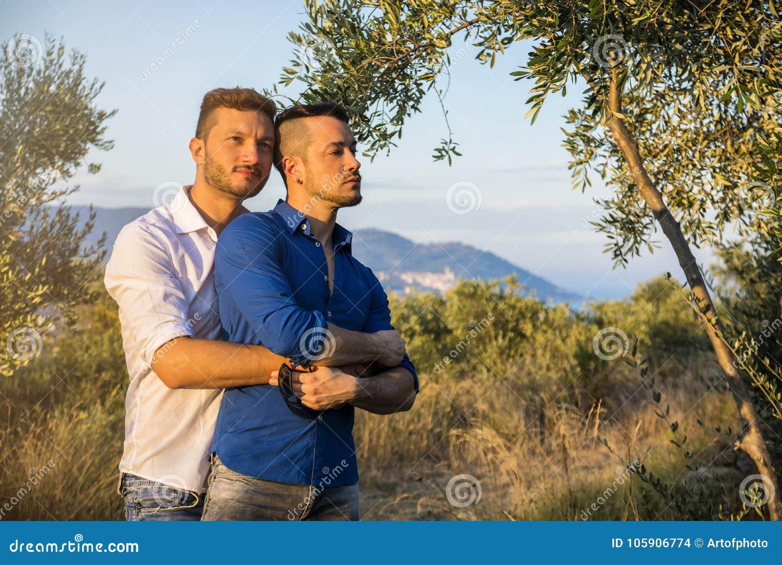 Couples gais en nature
