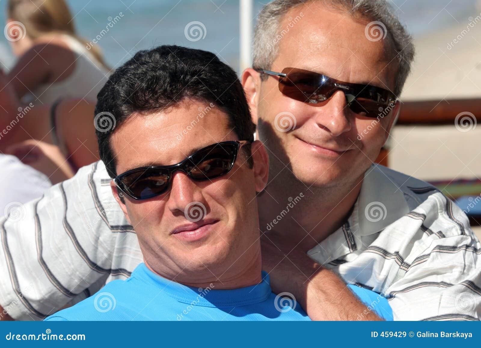 Couples heureux d hommes