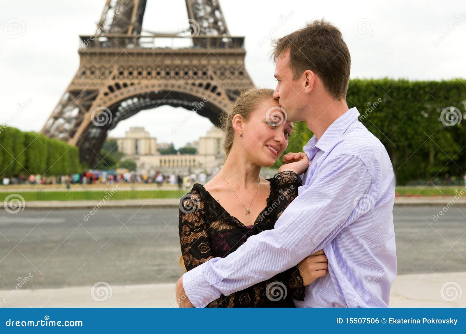 Couples heureux dans l amour à Paris