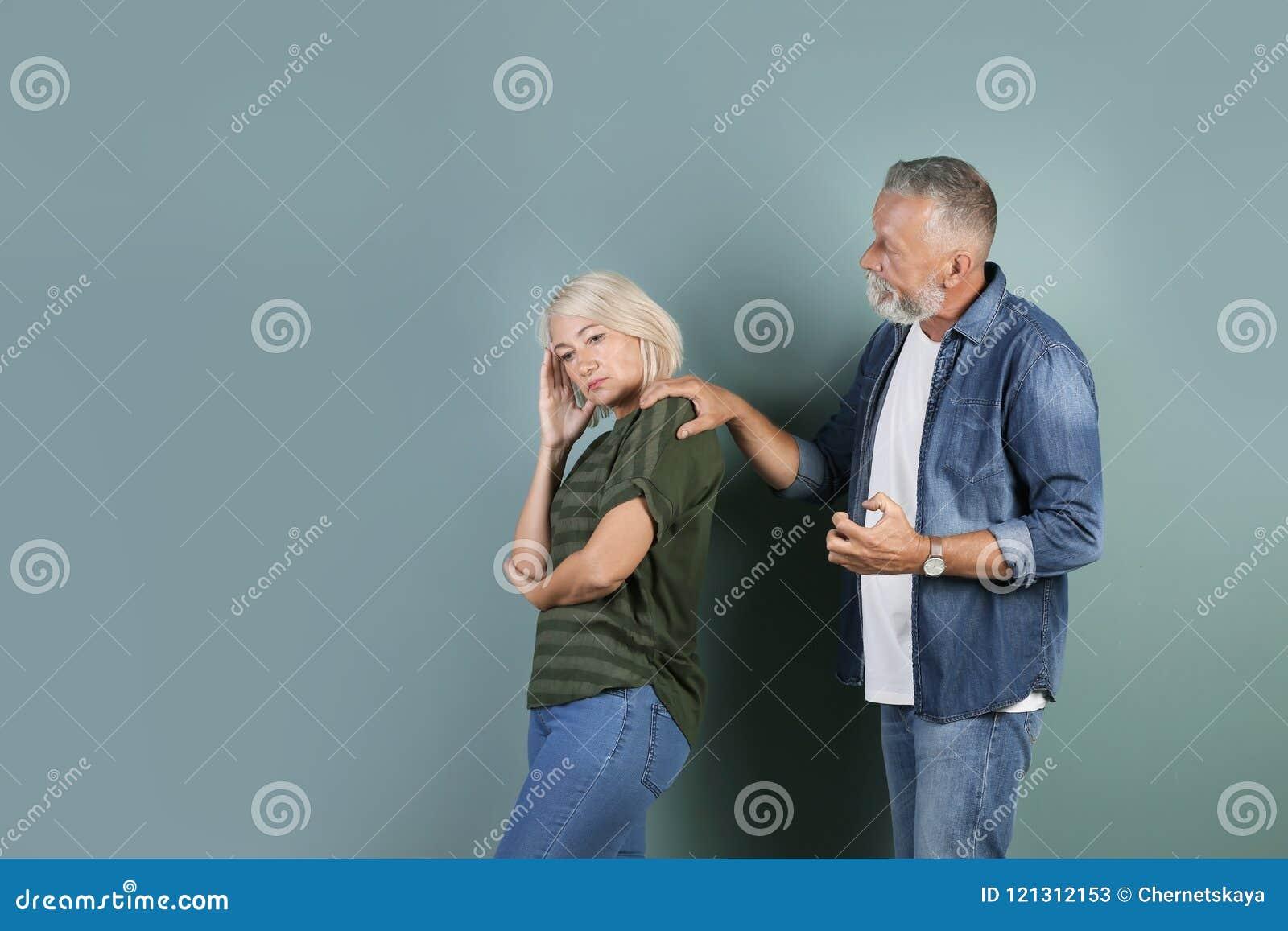 Couples mûrs ayant l argument