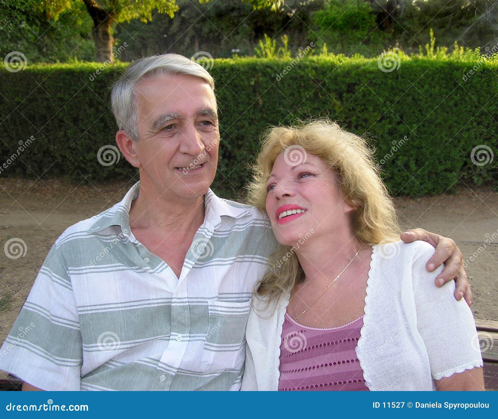 Download Couples mûrs heureux image stock. Image du femelles, compagnons - 11527