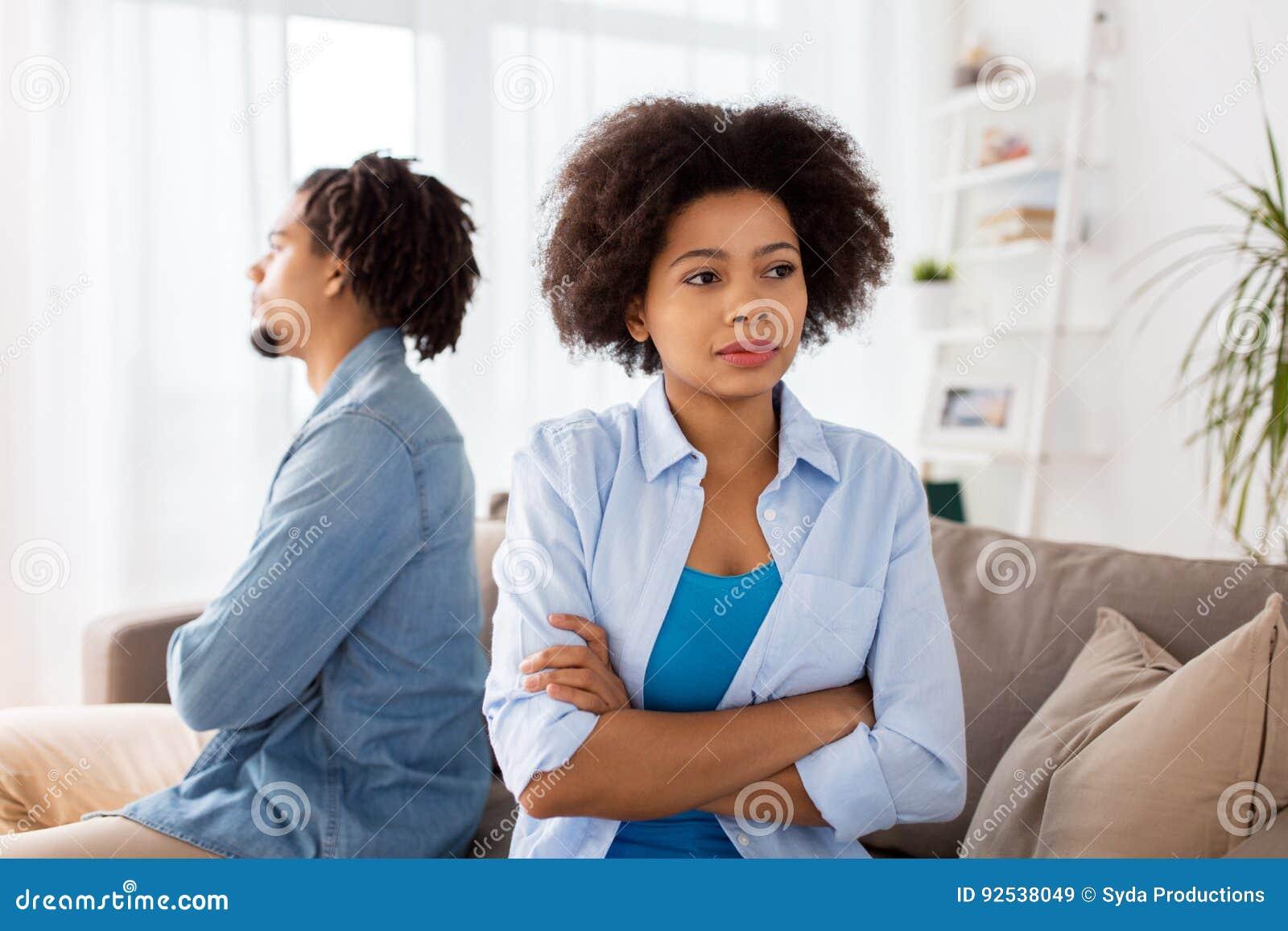 Couples malheureux ayant l argument à la maison