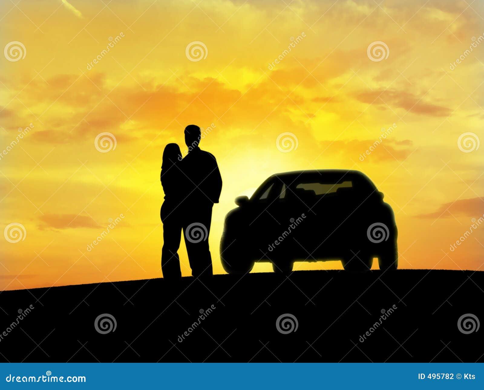 Couples près du véhicule