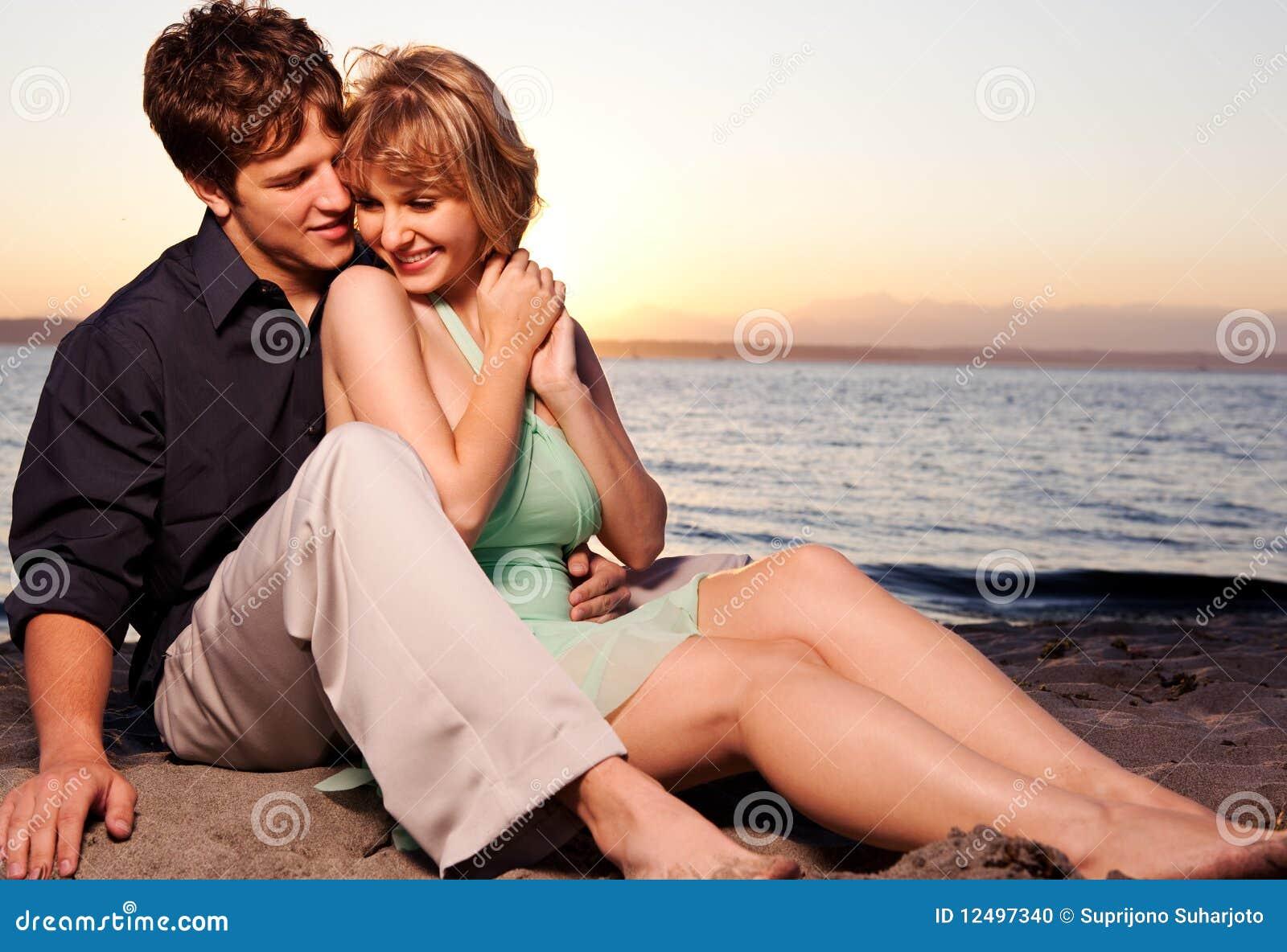 Couples Romantiques Dans L Amour Photo Stock Image Du Dans Amour 12497340