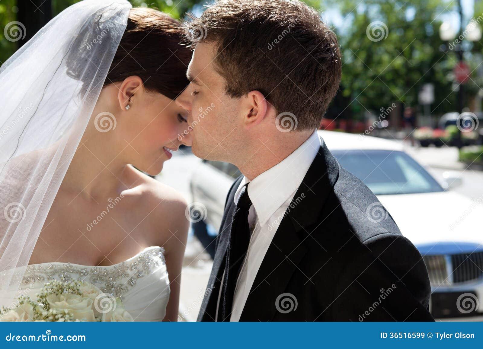 Couples romantiques de nouveaux mariés