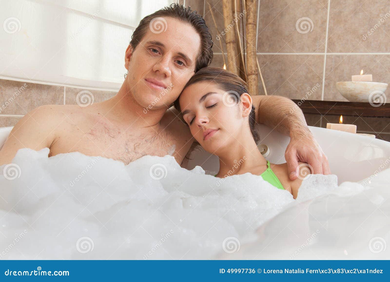 l amour dans la baignoire maison design. Black Bedroom Furniture Sets. Home Design Ideas