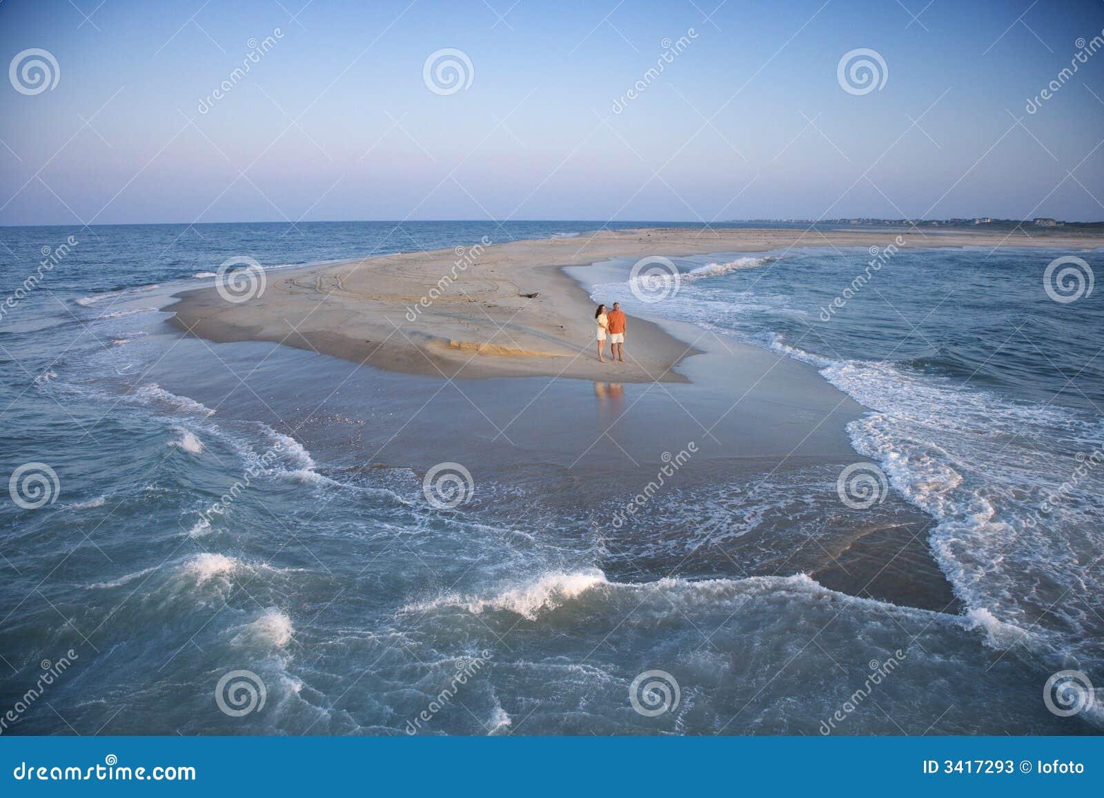 Couples sur le banc de sable.