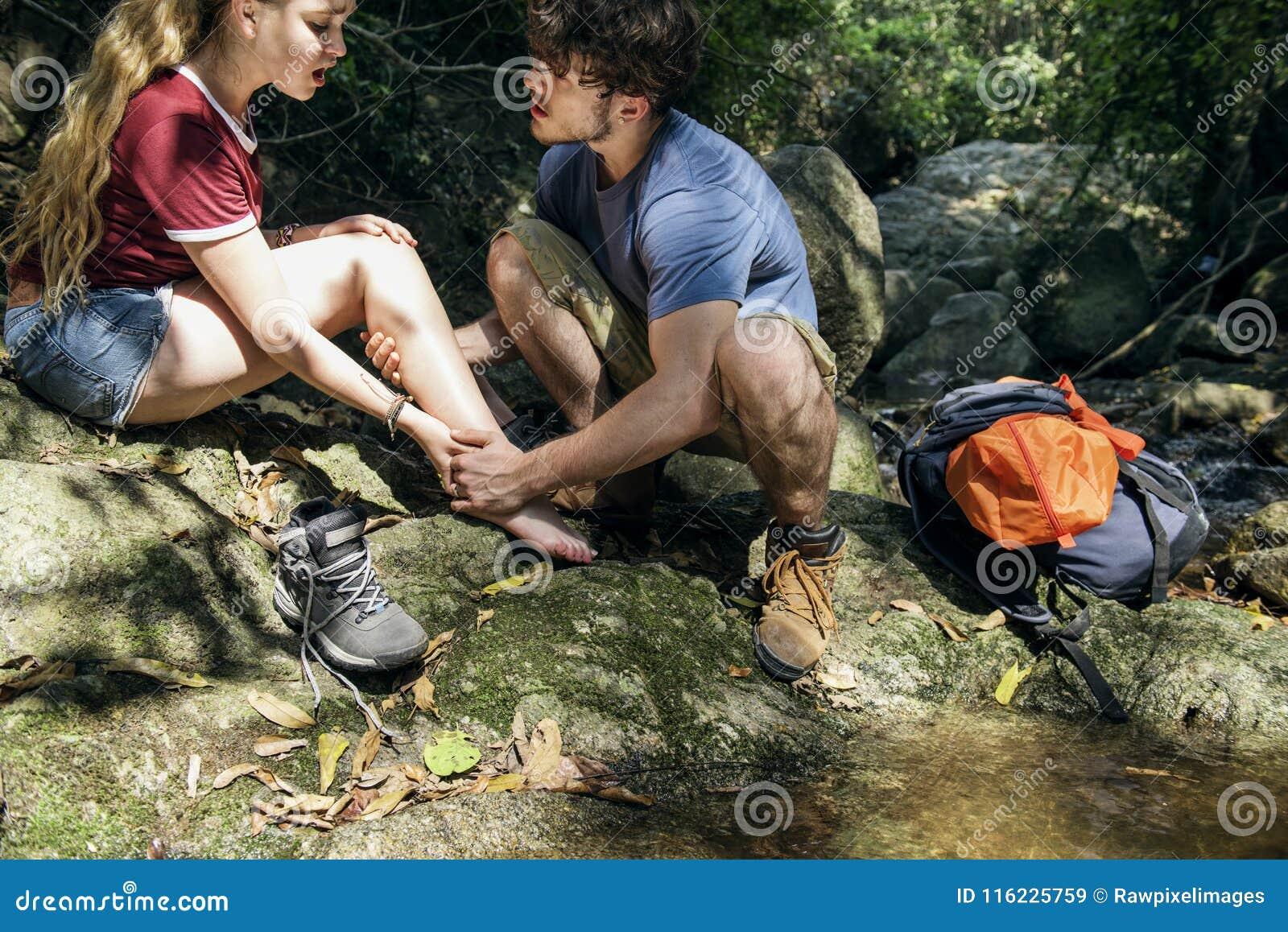 Couples voyageant ensemble et obtenu blessé