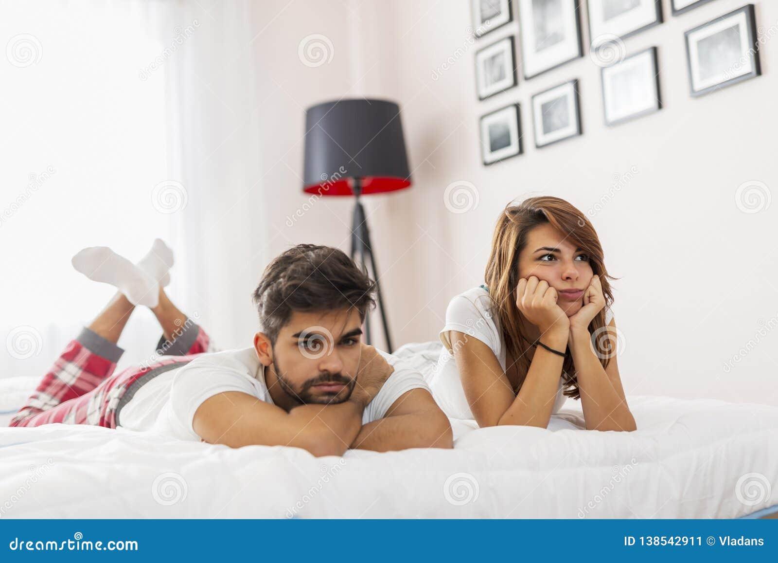 Couplez avoir un combat dans la chambre à coucher