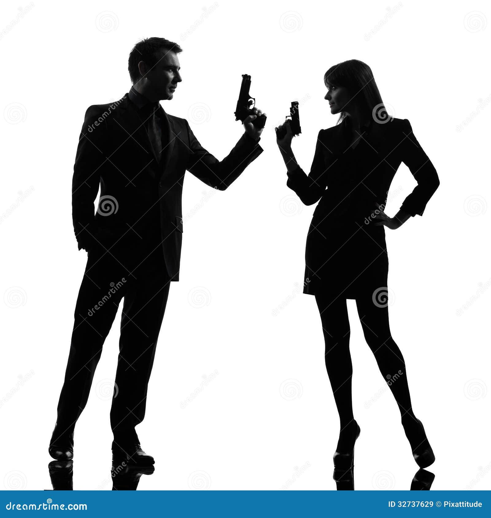 Trois images, un film Couplez-la-silhouette-rvlatrice-de-criminel-d-agent-secret-d-homme-de-femme-32737629