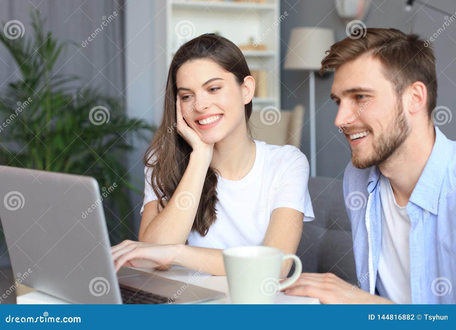 Couplez le pointage tout en travaillant ensemble sur l ordinateur portable