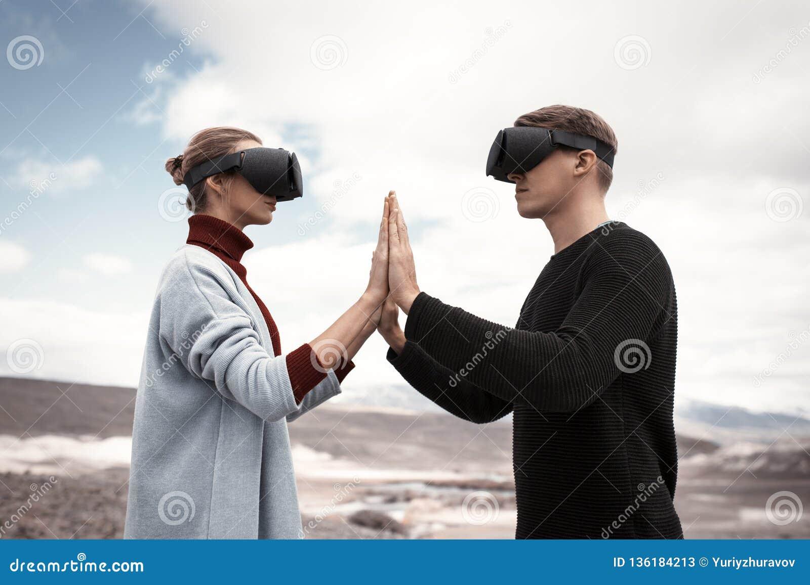 Couplez les voyages dans la réalité virtuelle