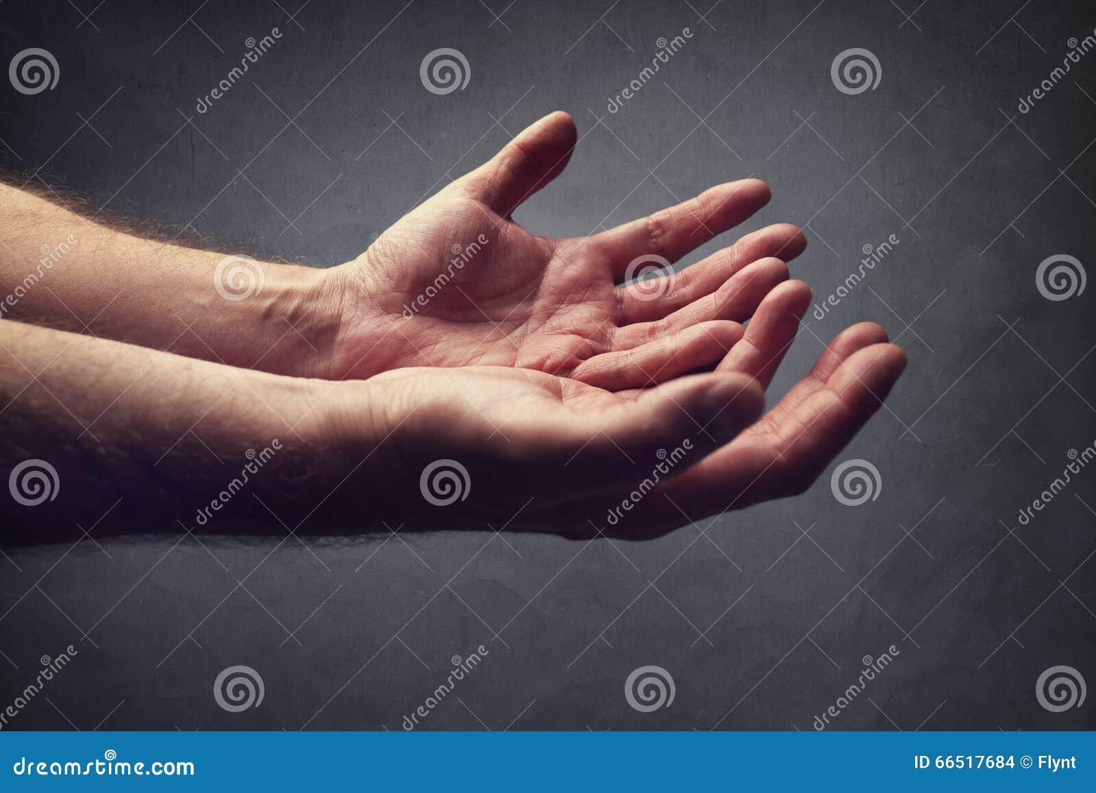 Coups de main ou prier pour l aide