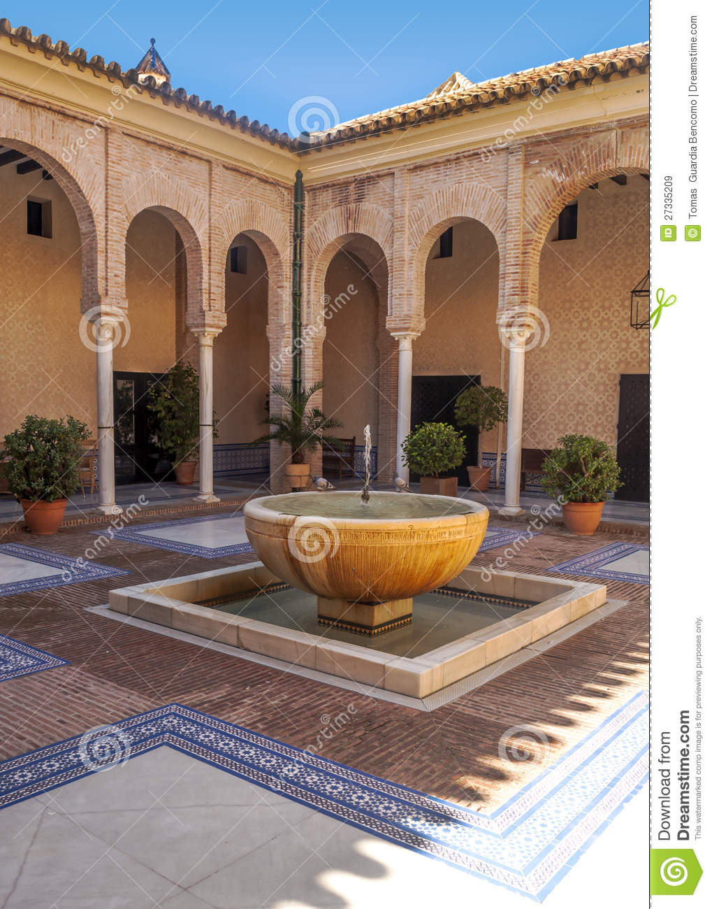 Cour andalouse image stock image du architecture for Architecture andalouse