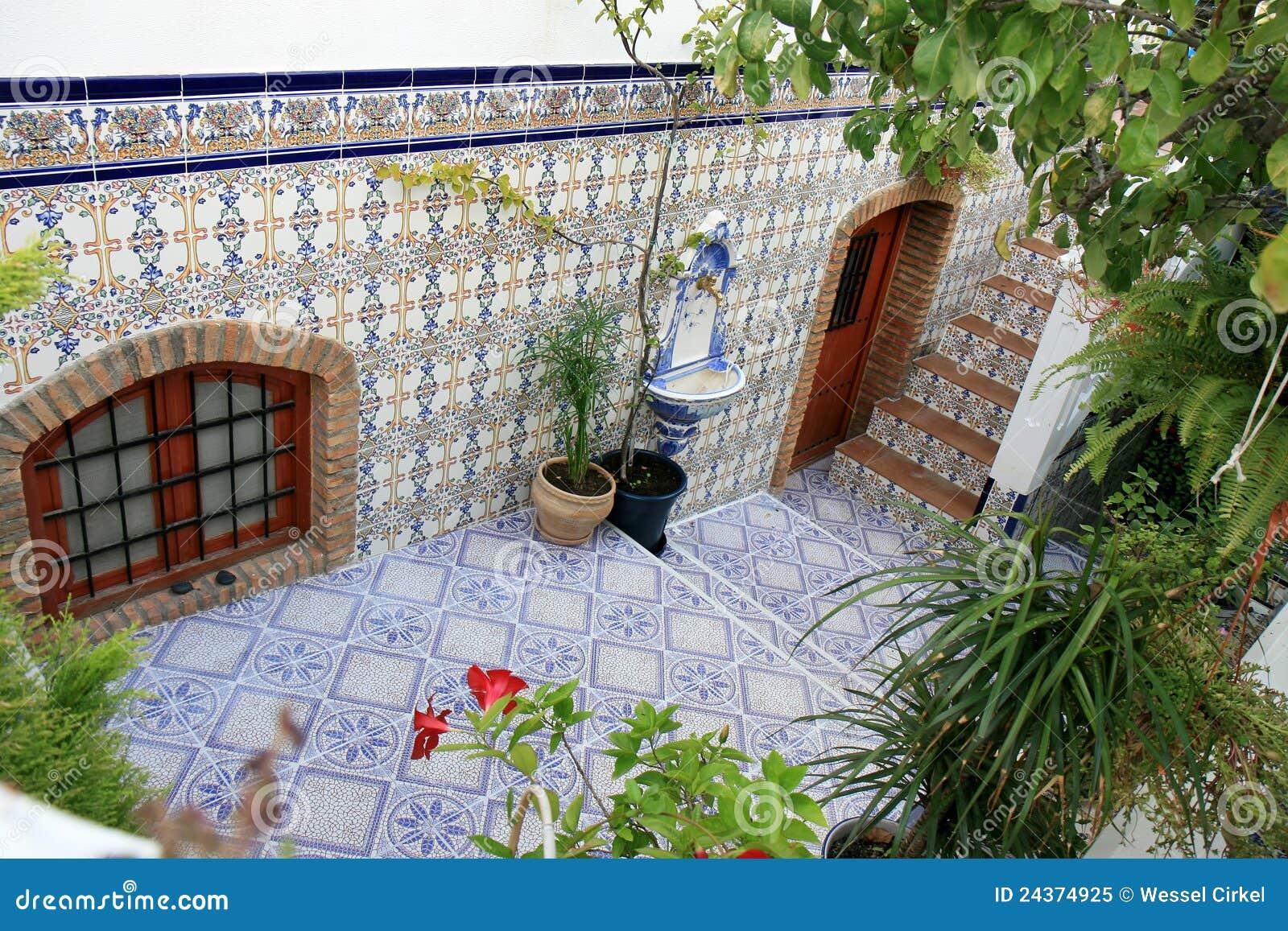 Cour Avec Des Azulejos Espagnols Nijar Andalousie Photo