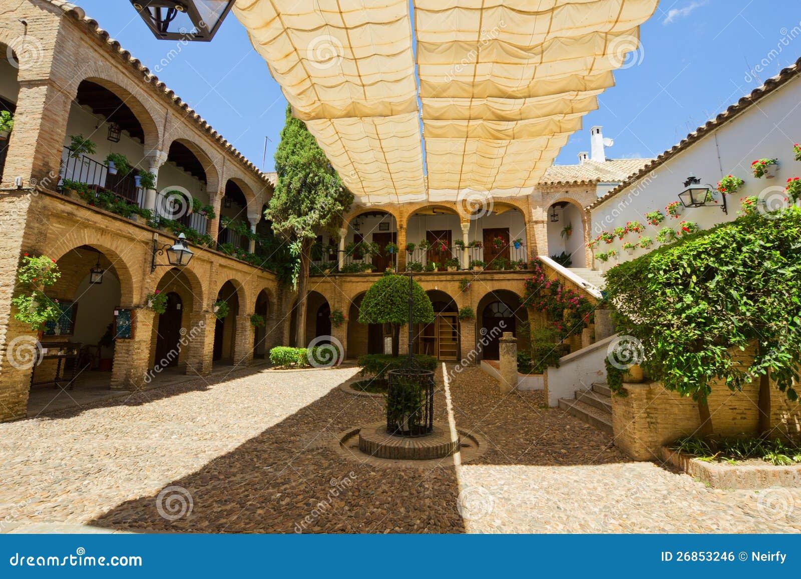 Cour d 39 une maison typique cordoue espagne image libre de droits image 26853246 - Une cour de maison ...