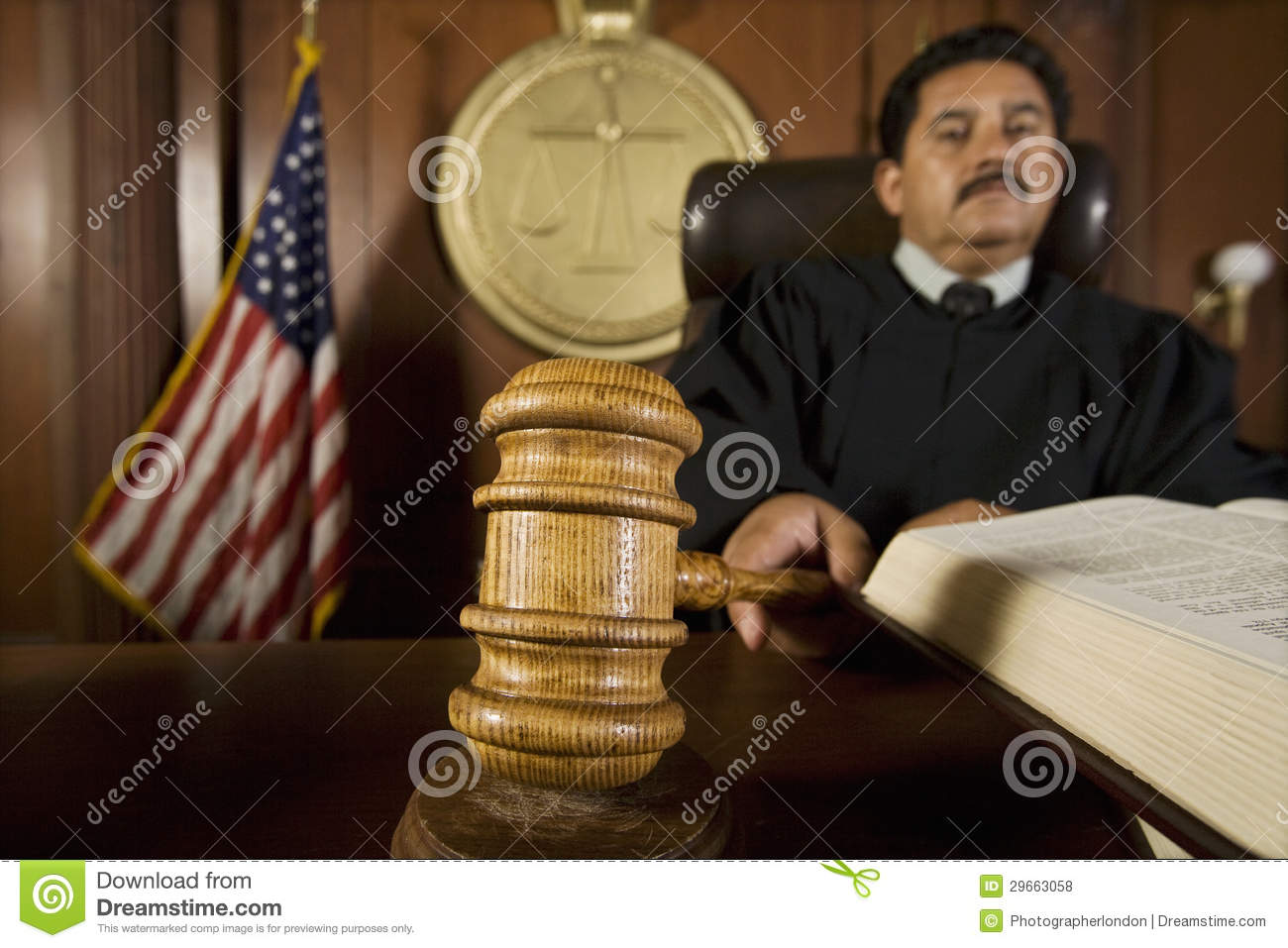 Cour d Using Gavel In de juge