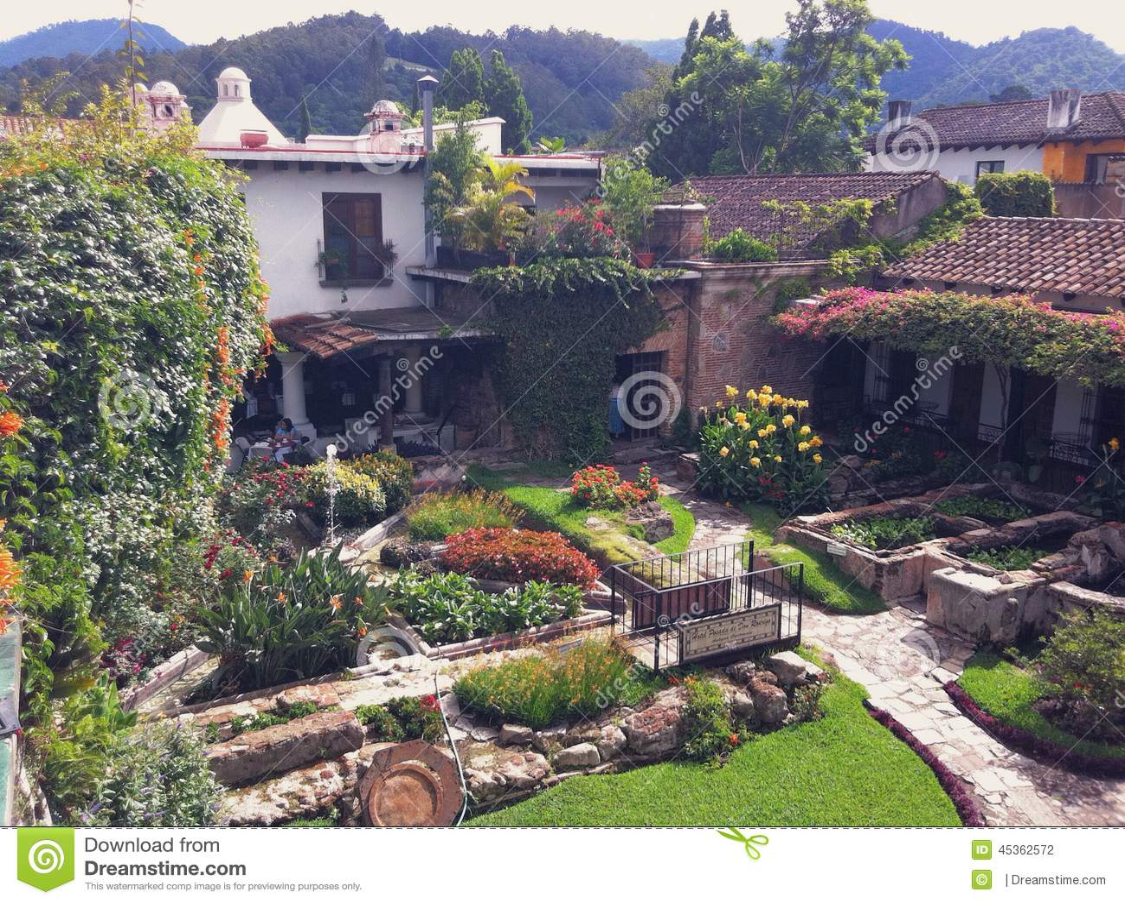 Cour dans un hôtel espagnol de style à l Antigua, Guatemala