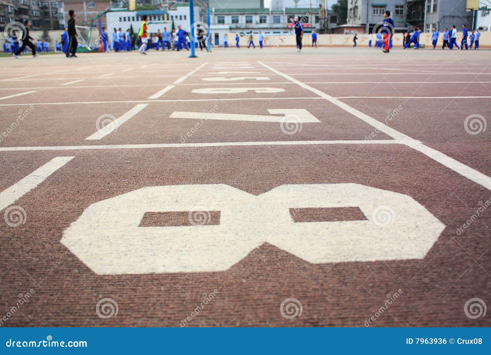 Cour de jeu et piste