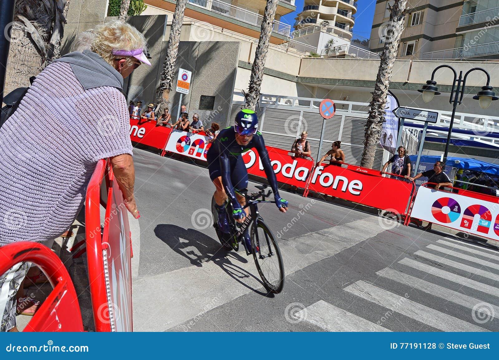 Courbure de Team Movistar Rider Around The de course de cycle