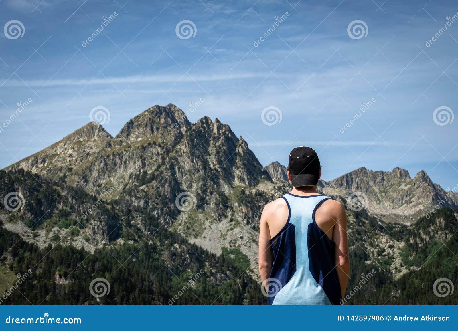 Coureur masculin de montagne