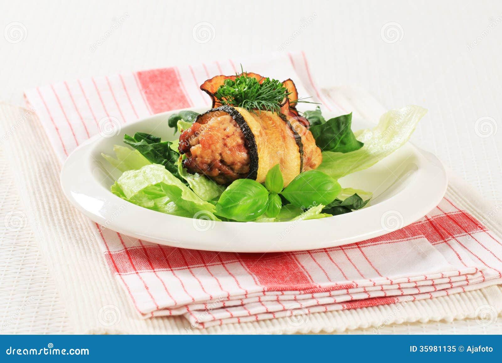 Courgette verpakt vleesballetje