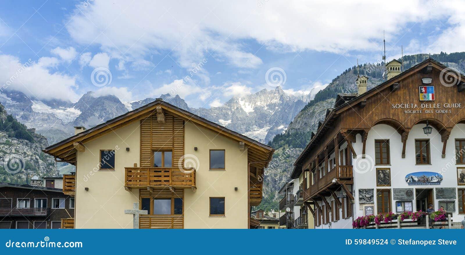 Courmayeur Mont Blanc Mutter mit zwei Töchtern