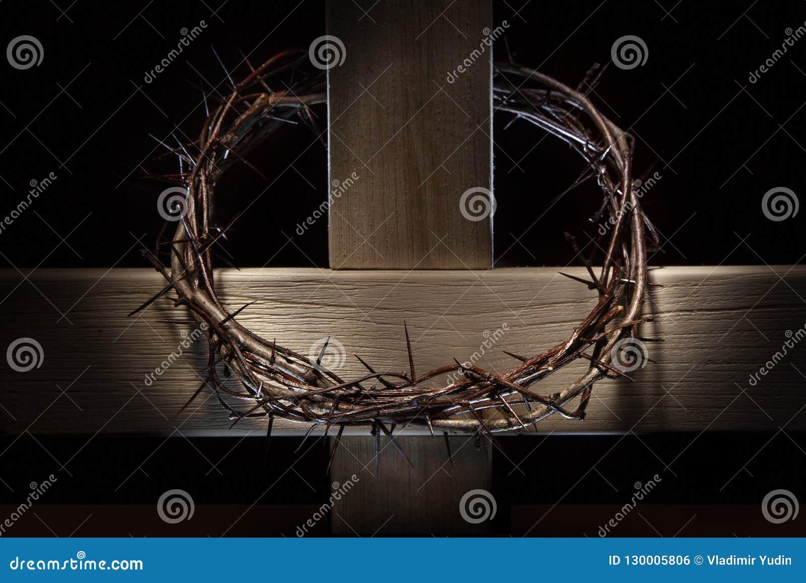 Couronne des épines et de la croix en bois