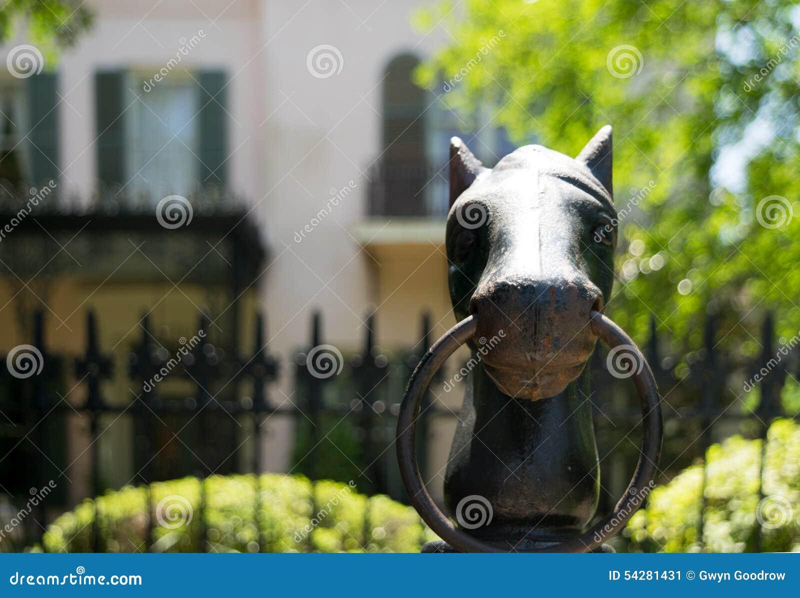 Courrier s accrochant de tête de cheval de fonte