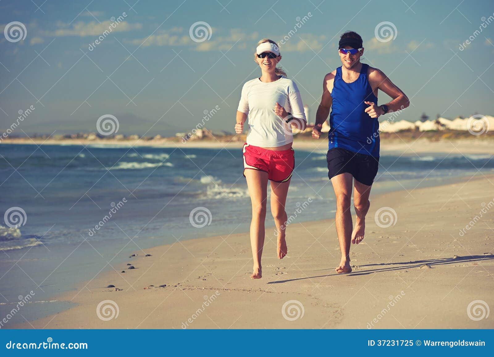 course aux pieds nus de plage photo libre de droits image 37231725. Black Bedroom Furniture Sets. Home Design Ideas