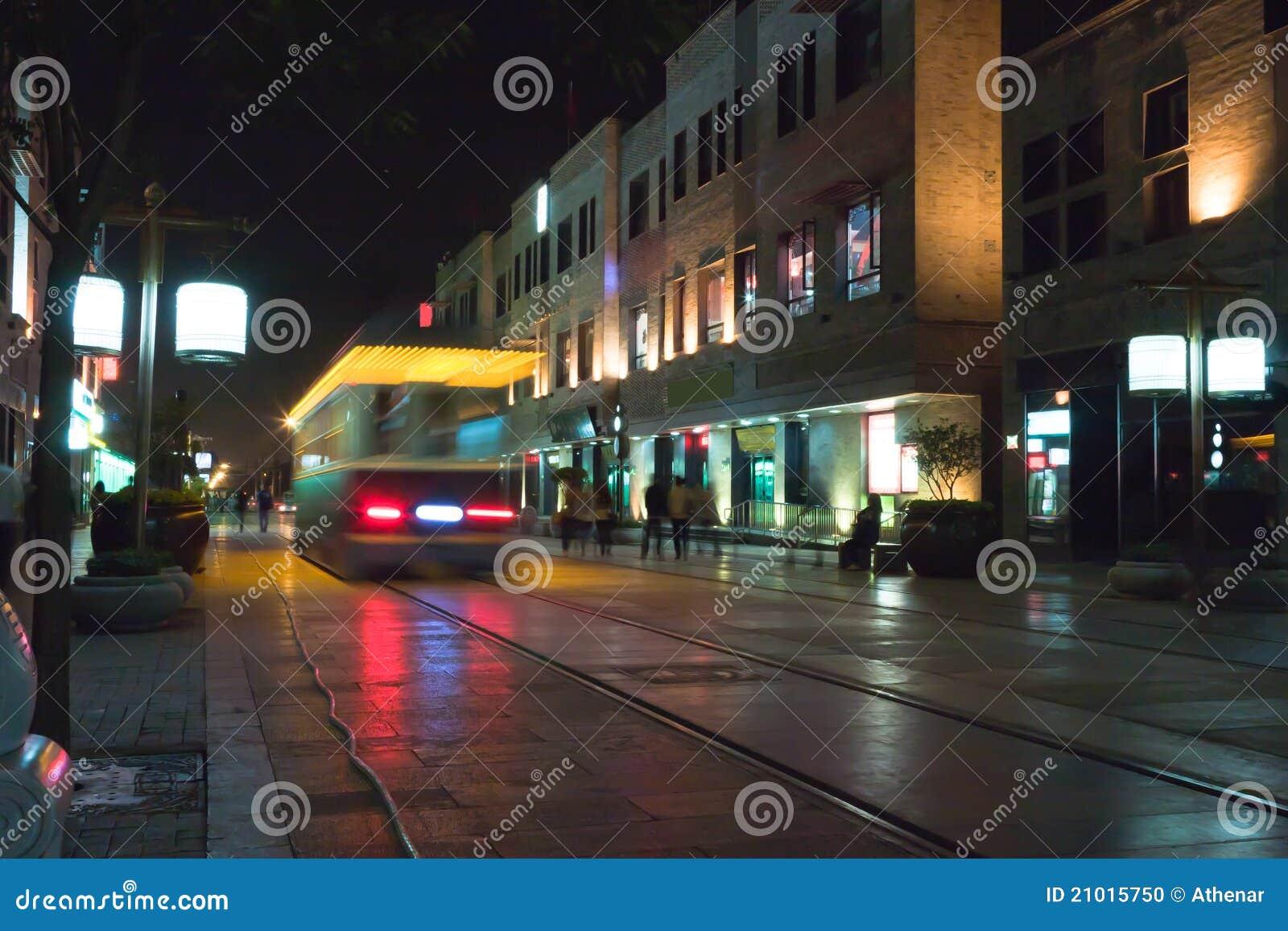 course de tramway dans la rue de qianmen photo stock image 21015750. Black Bedroom Furniture Sets. Home Design Ideas
