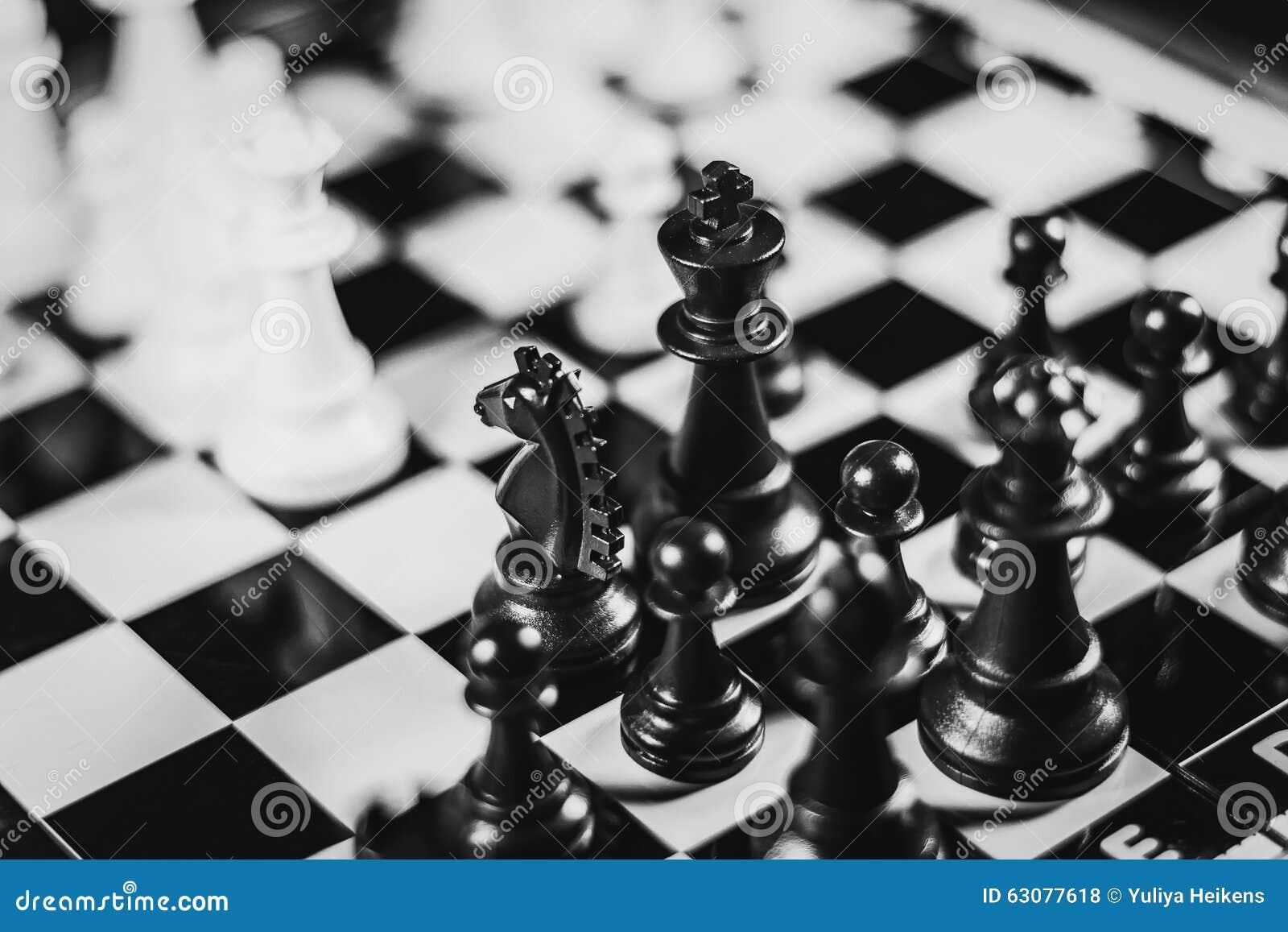 Download Course noire et blanche photo stock. Image du panneau - 63077618