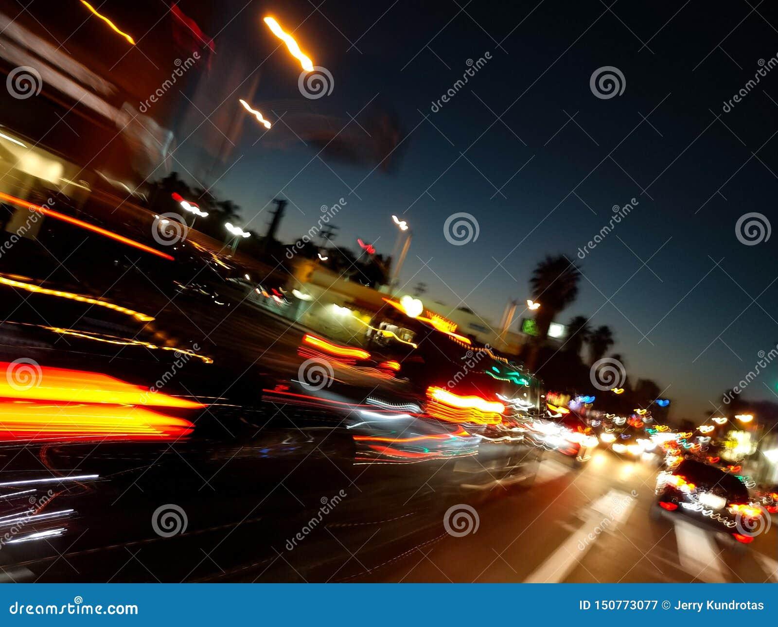 Courses d automobiles d heure de pointe pour arriver à la maison