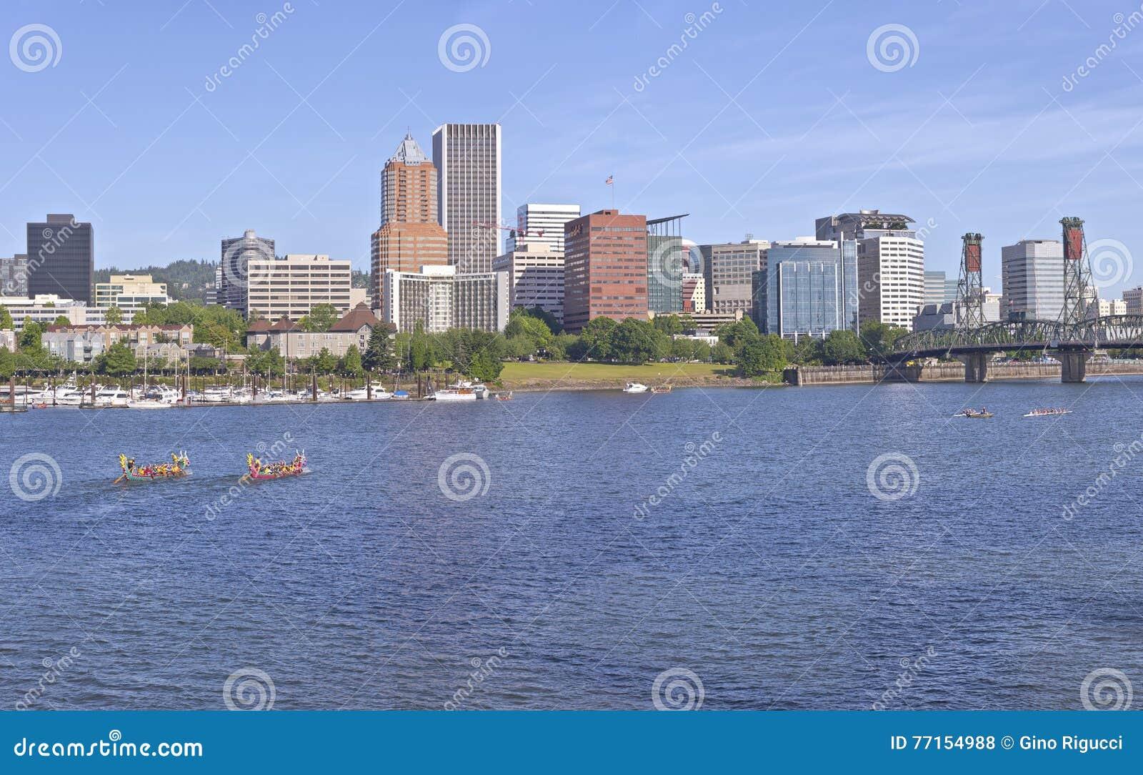 Courses de bateaux de dragon et horizon annuels de Portland Orégon