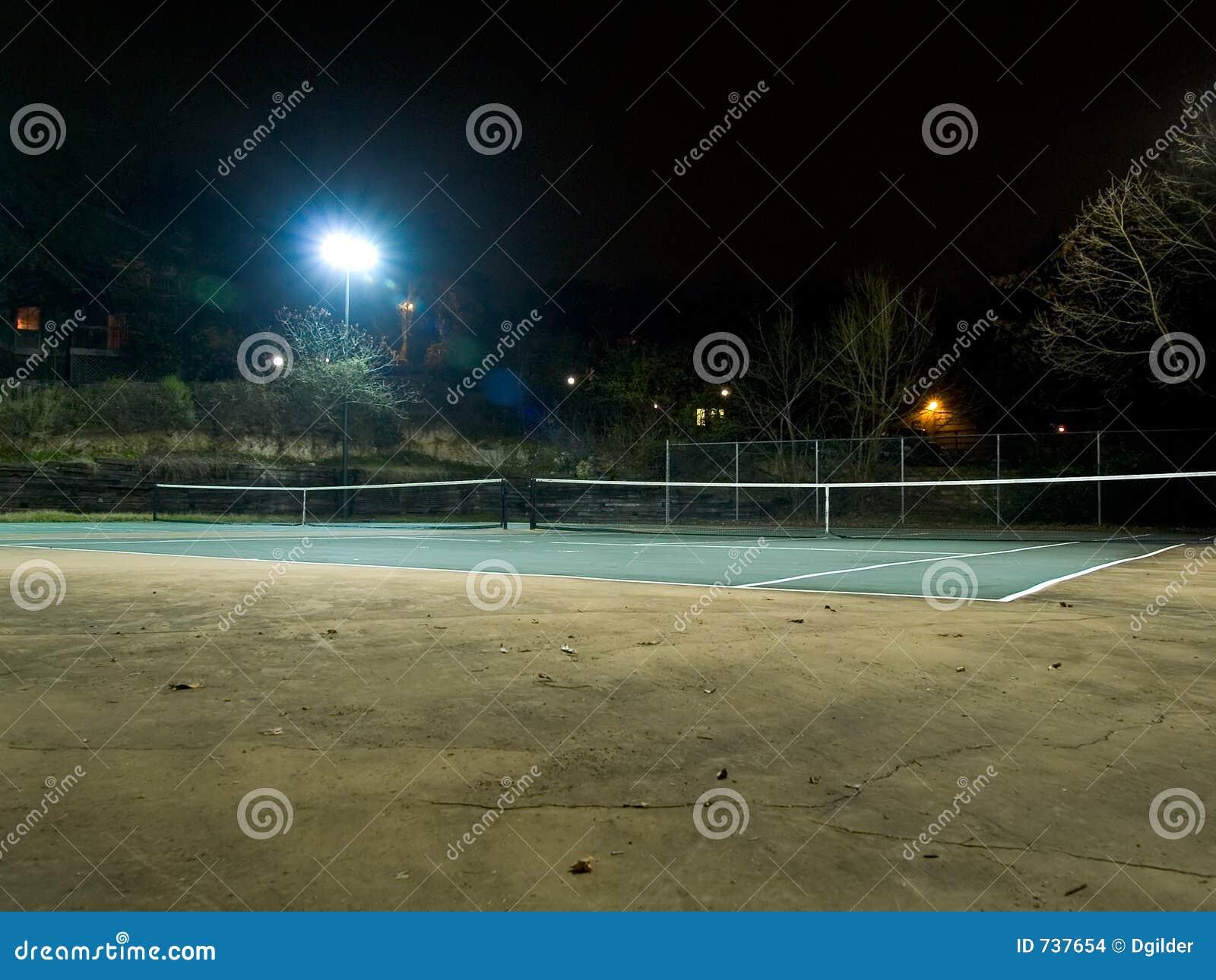 Court de tennis la nuit