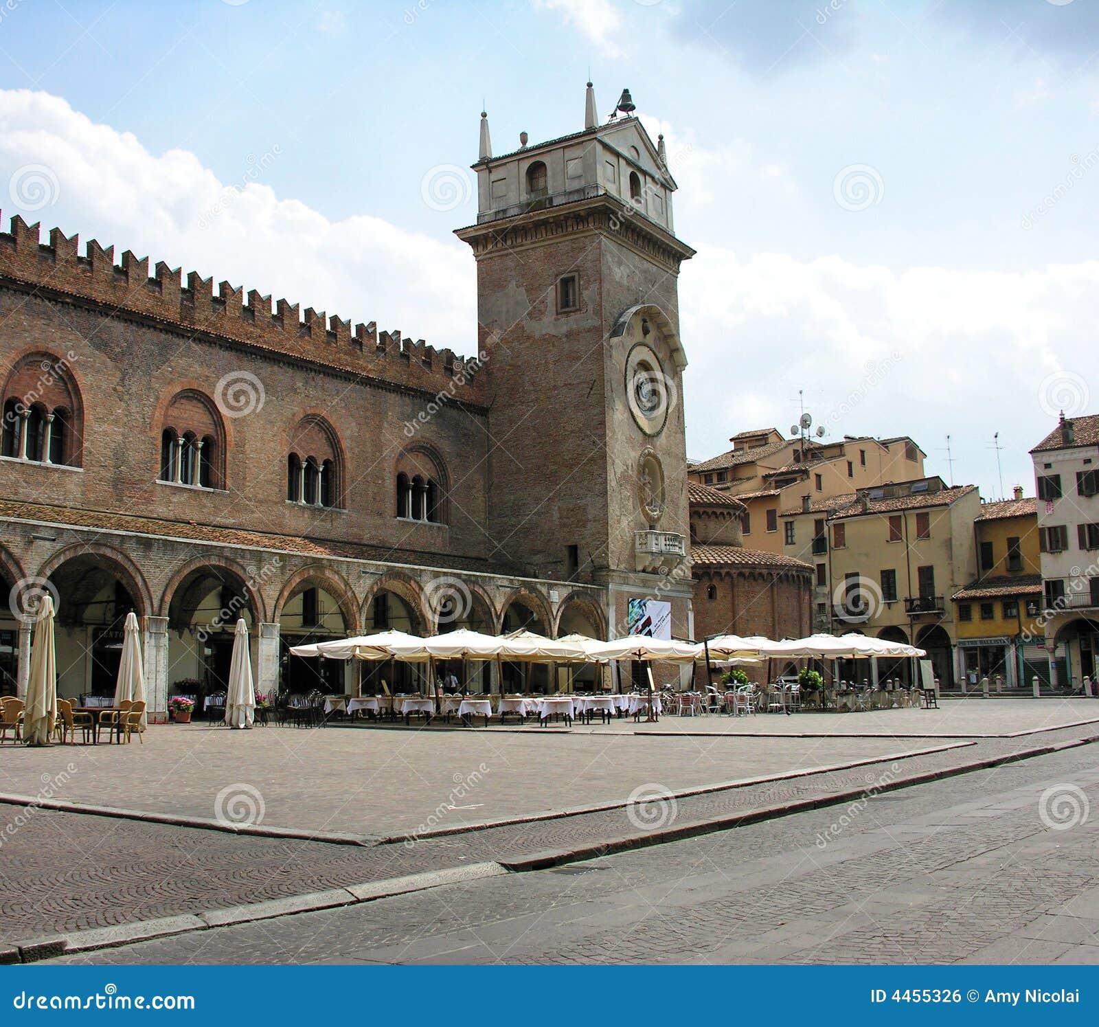 Courtyard cafe in Mantova