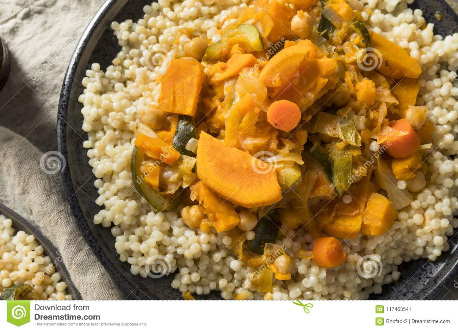 Couscous Marocain Vegetarien Fait Maison Image Stock Image Du Couscous Vegetarien 117463541