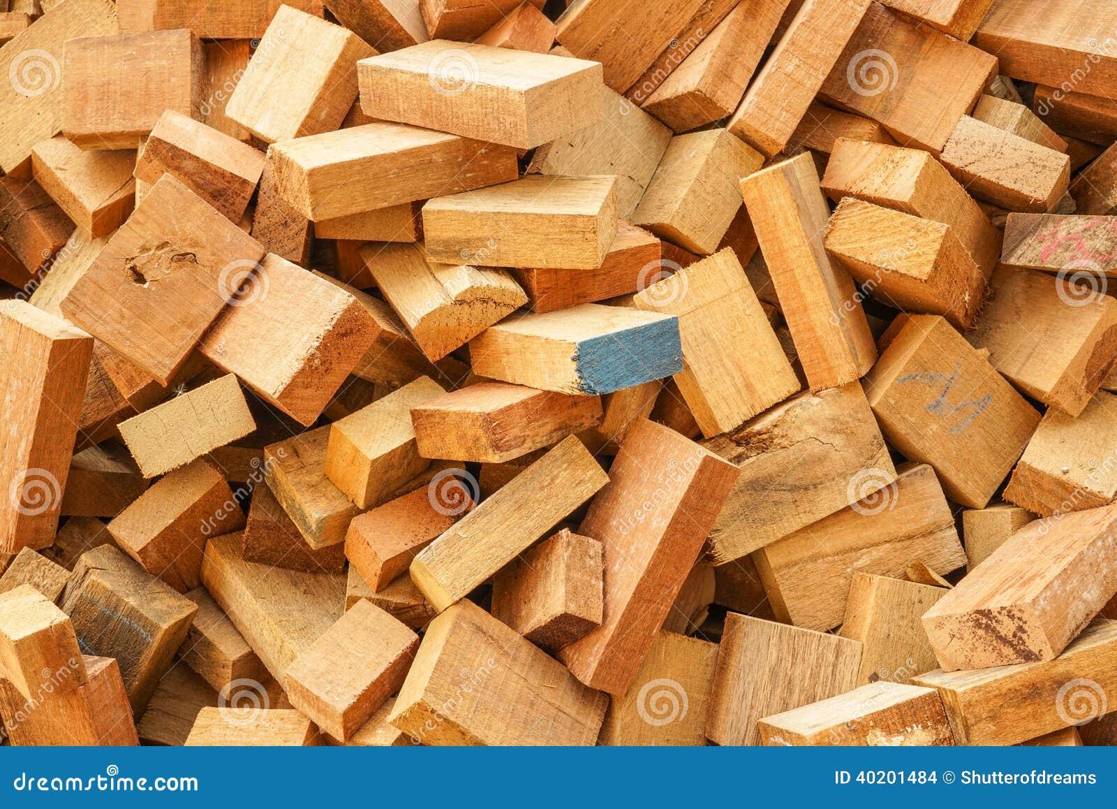 Cousez les chutes en bois