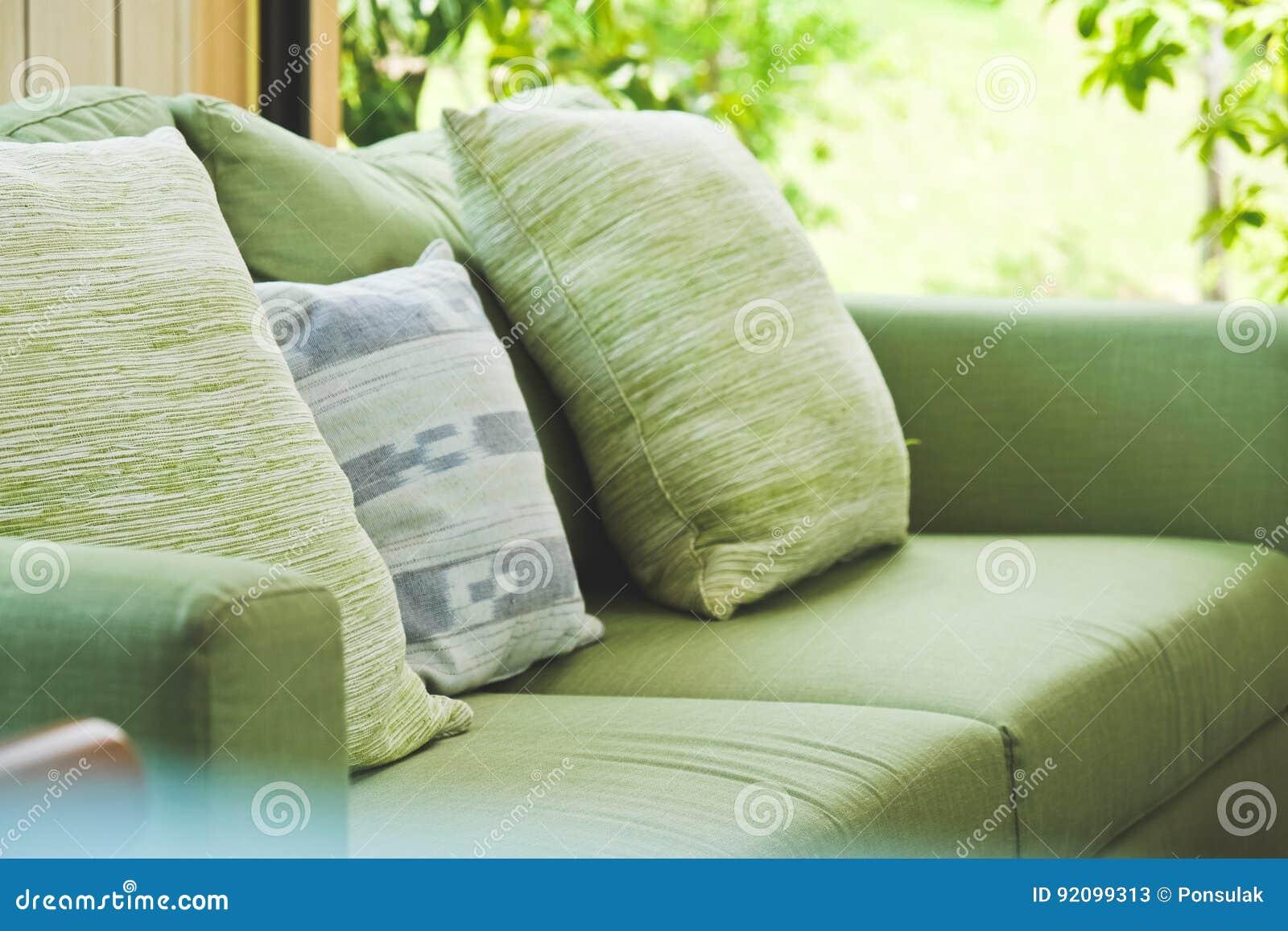 Coussin sur le sofa