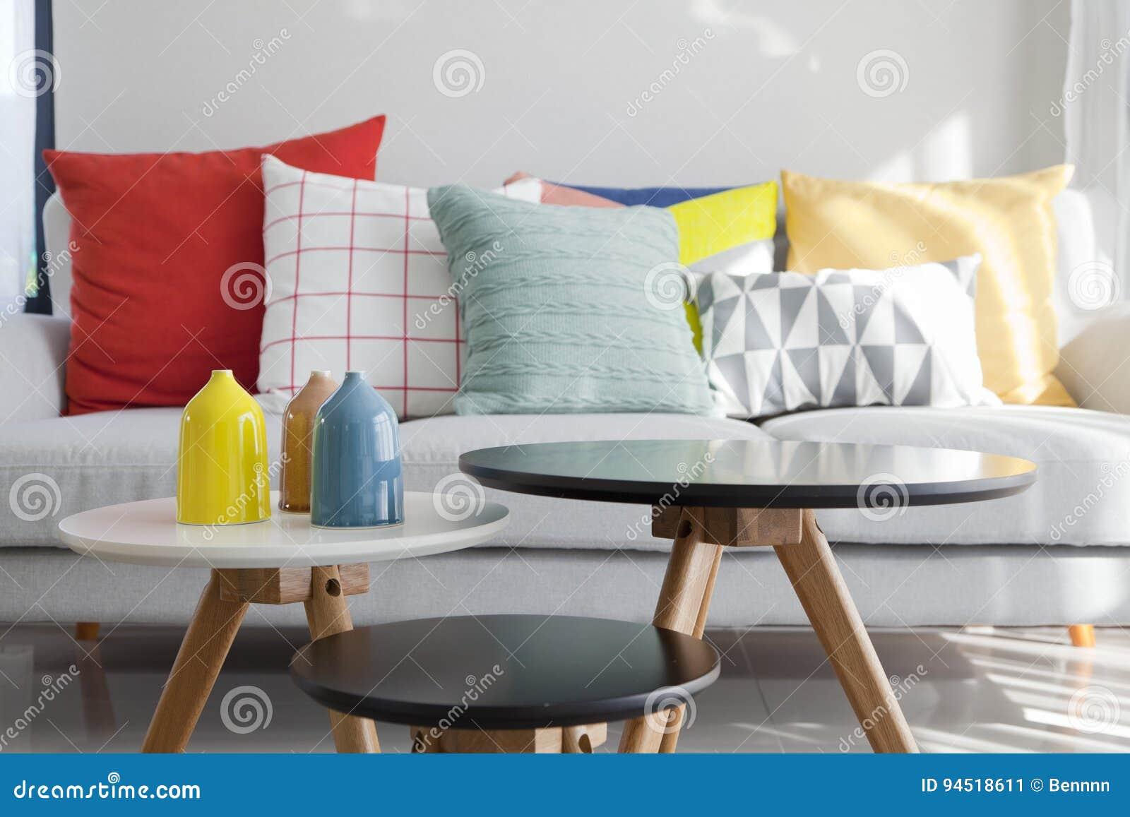 coussin sur le sofa dans le salon image stock - image du