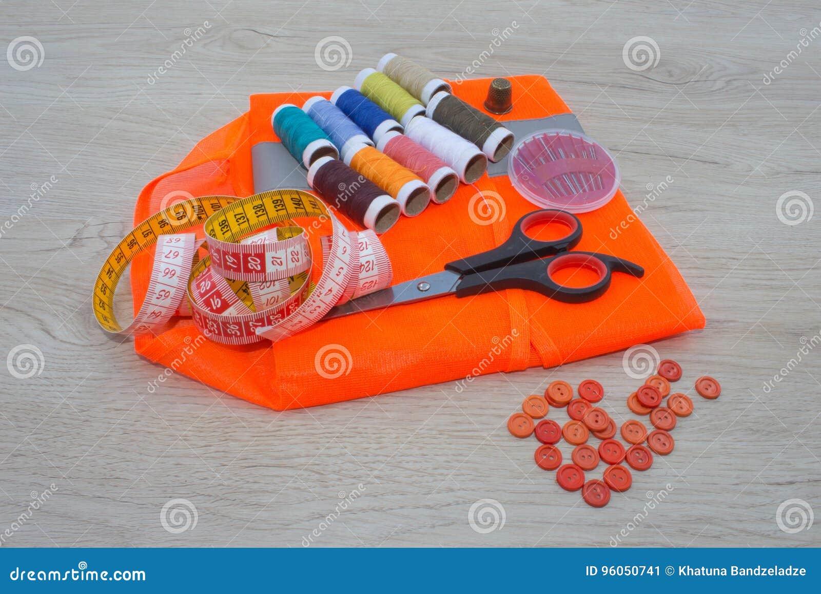 Couture toujours de la vie : tissu coloré Le kit de couture inclut des fils de différentes couleurs, de dé et d autres accessoire
