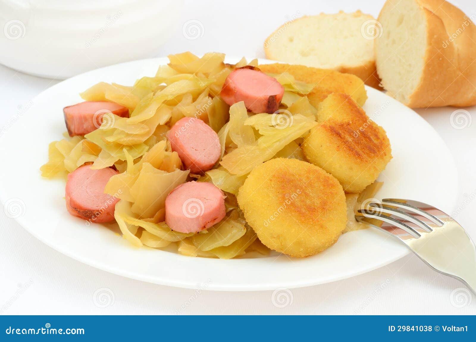 Couve Stewed com salsicha grelhada