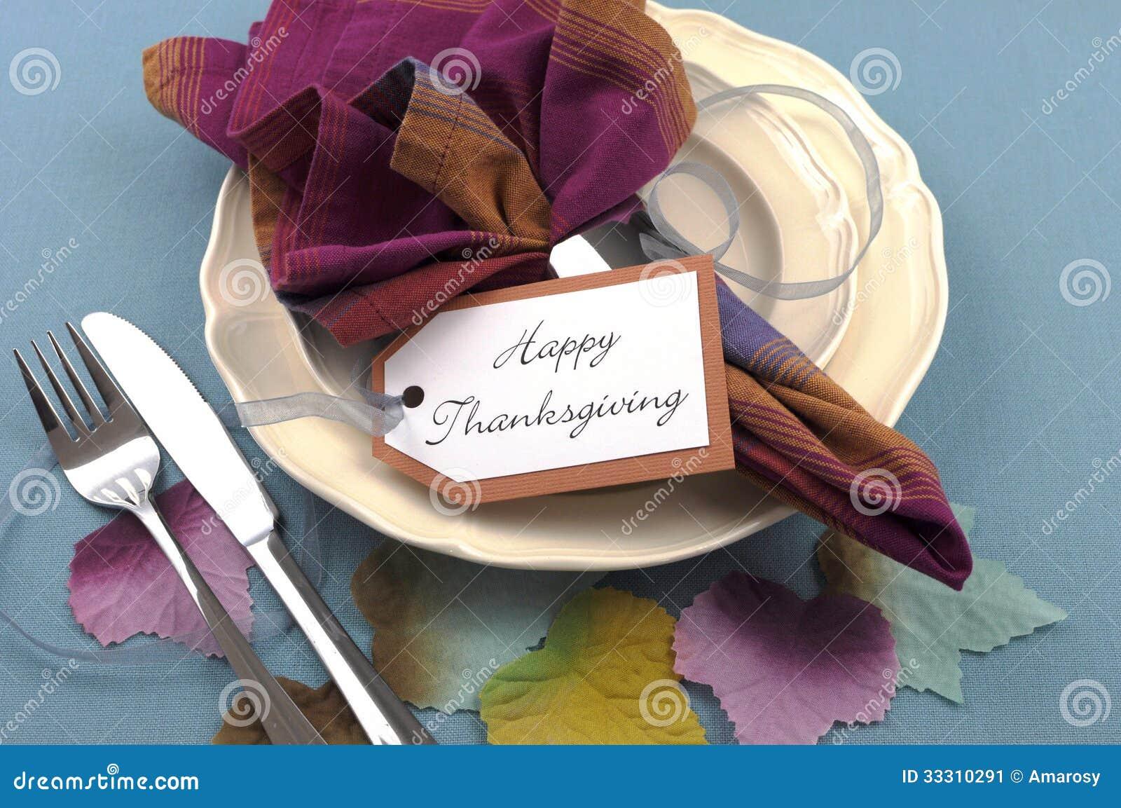 couvert moderne de table de salle manger de thanksgiving avec des feuilles d 39 automne image. Black Bedroom Furniture Sets. Home Design Ideas