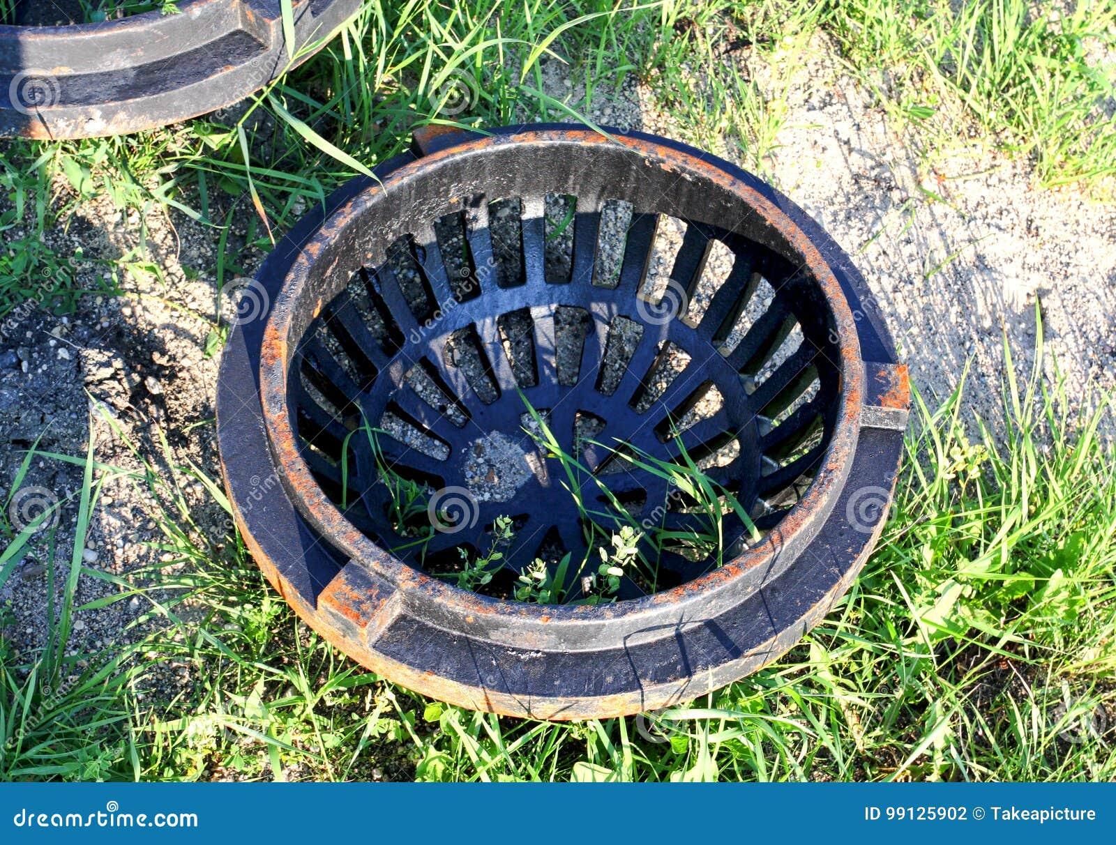 Couverture circulaire de drain en métal