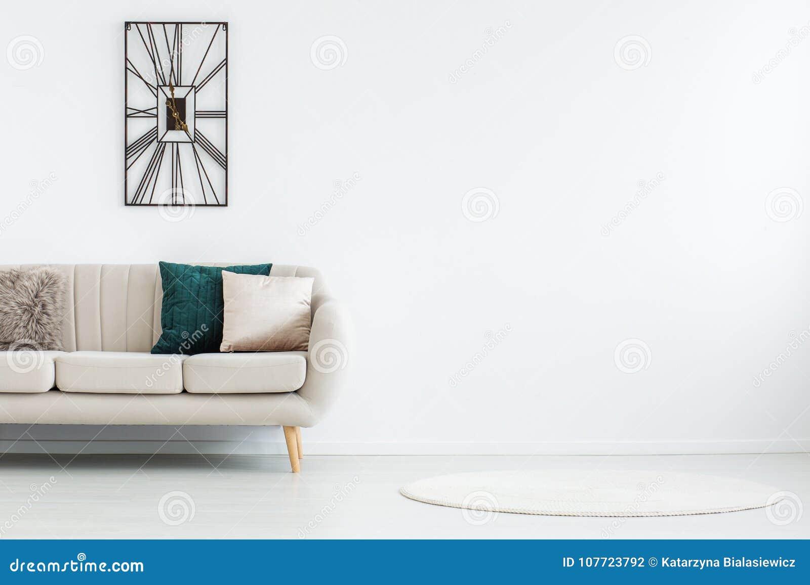 Couverture ronde dans la chambre vide