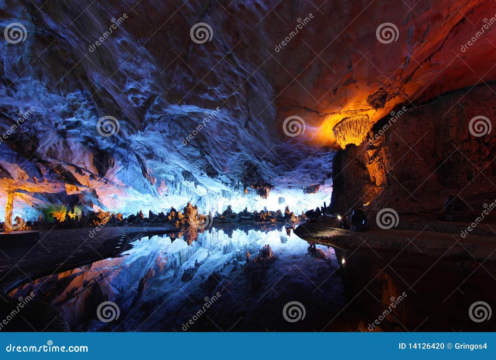Couvrez de chaume le palais en cristal guilin de caverne de cannelure