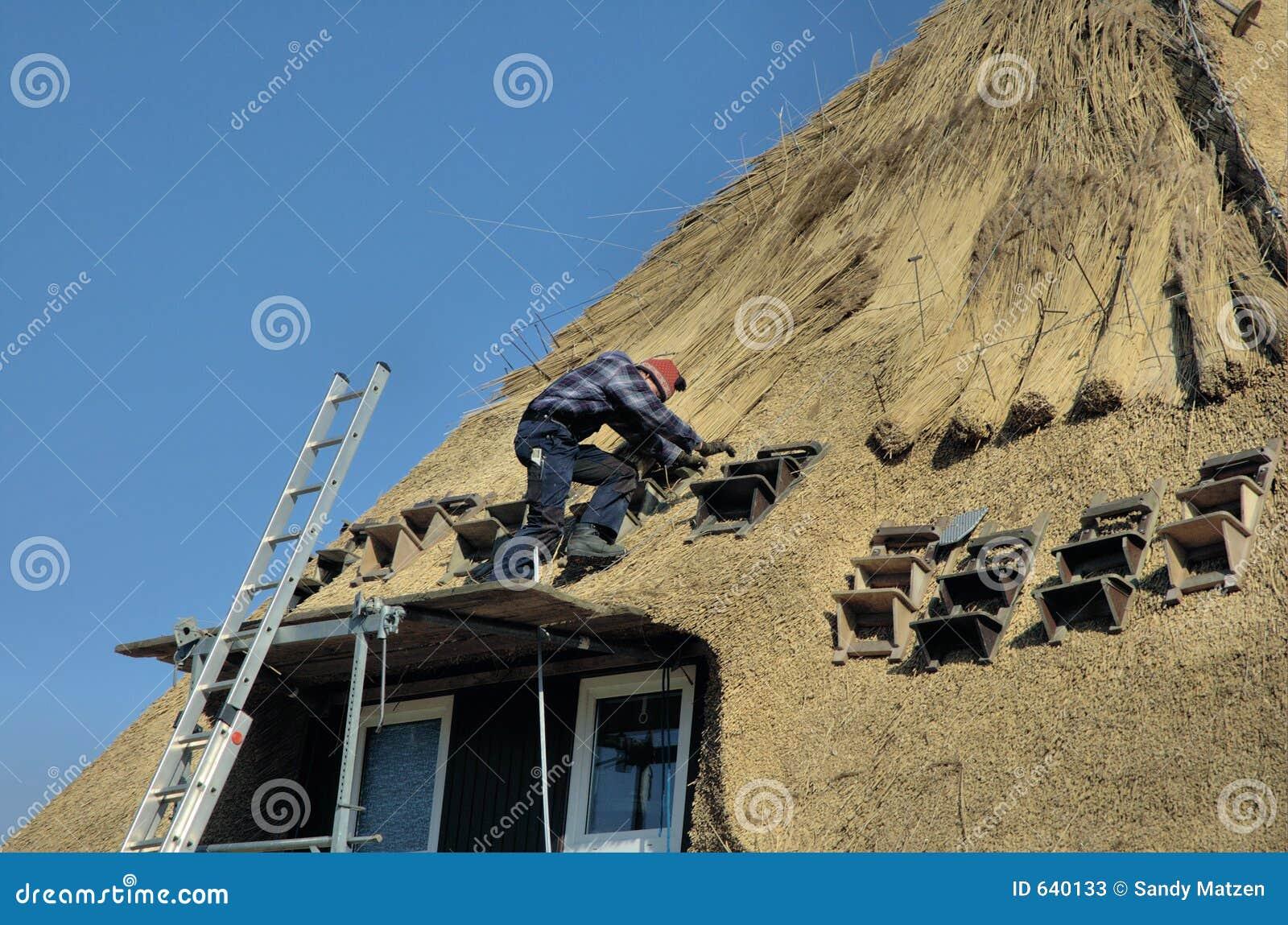 Couvrir Un Toit couvrir de toit image stock. image du travail, remplacez - 640133