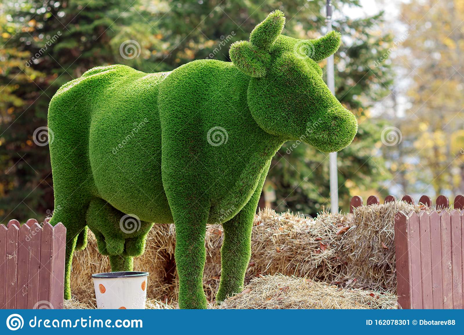 Bear Topiary Photos Free Royalty Free Stock Photos From Dreamstime