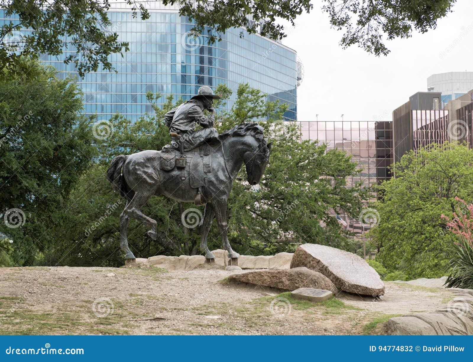 Cowboy en bronze sur la sculpture en cheval, plaza pionnière, Dallas