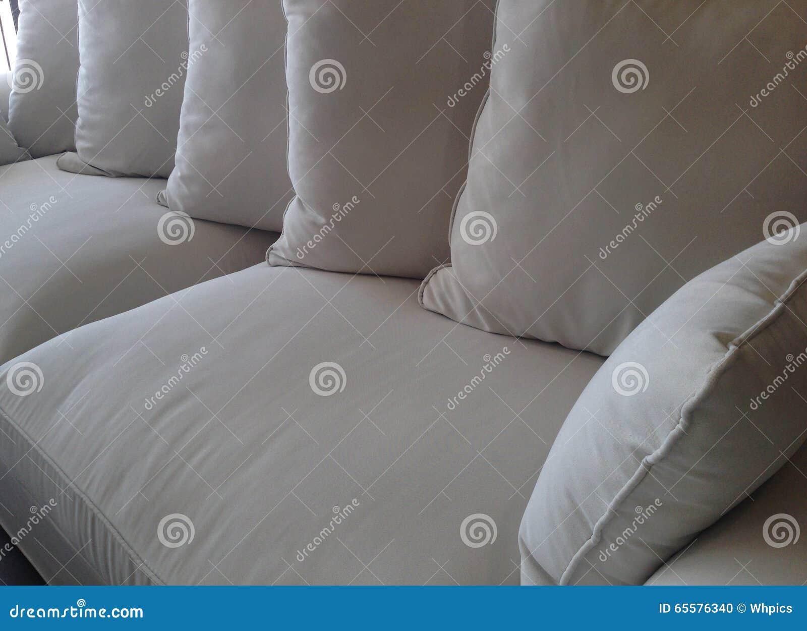 Coxins no detalhe do sofá